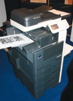 Поразительно, но модели bizhub 36/42 будут первыми на рынке МФУ формата А4, в которые через лоток ручной подачи можно будет подавать бумагу… А3!