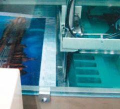 Опциональный механизм позволяет прижимать край стопы у затла, повышая удобство, точность и скорость работы