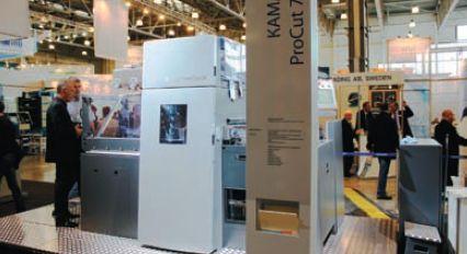 Среди опций KAMA ProCut 74 F — модули для горячего тиснения фольгой и нанесения голограмм, система для горячей резки пластика HotCut