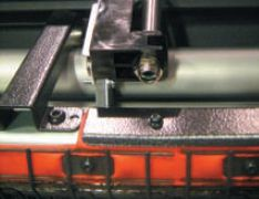Оптический датчик измеряет температуру запечатываемого материала. Оператор всегда в курсе, какова она в настоящий момент и какова должна быть при закреплении и сушке чернил