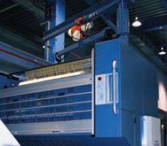 Нам показывали в работе специализированную машину для голографического лакирования и холодного тиснения формата 1050. Аналогичное решение предлагается для серии 750. Очевидно, что в типографии оптимально использовать именно специализированную машину, а не более длинную с несколькими печатными секциями — выше гибкость