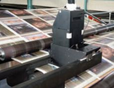 Струйные системы впечатывания без проблем интегрируются в рулонные печатные машины и сопутствующее финишное оборудование: типографии увеличивают отдачу от оборудования за счёт выпуска маркетинговой и прочей продукции с дополнительной ценностью и расширения возможностей для бизнеса. Фото: Kodak