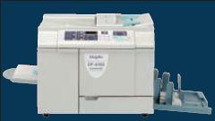 Дупликатор DP-A100 — самыйкомпактный в модельном ряду Duplo, что вкупе с невысоким энергопотреблением позволяет без труда разместить его в любом учебном заведении, учреждении, офисе, копир-салоне
