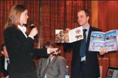 Ж. Пикл и Б. Канцер демонстрируют фотокниги, для которых особенно важно безупречное качество печати. Печать — HP Indigo, бумага — DNS Indigo