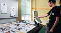 В распоряжении печатника — пульт с двумя сенсорными экранами и системой спектрофотометрического контроля PDC-S, автоматически корректирующей настройки для сохранения параметров печати в заданных диапазонах