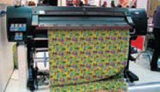 На латексном принтере изготавливаются обои для детской комнаты: чернила подойдут для любых помещений и учреждений с самыми строгими требованиями кбезопасности