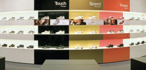 Стойка в магазине Nike выполнена с использованием плёнок Avery 900 Ultimate Cast и наружных ламинатов DOL