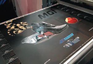 MGI, представив JetVarnish 3D, сумела догнать конкурентов из Scodix в цифровом лакировании (хотя поставщики MGI уверяют в ценовых преимуществах над конкурентом — по оттискам и стоимости оборудования). По уровню глянца, толщине покрытия и точности приводки французские образцы ни в чём не уступали израильским. Оператор может выбирать уровень глянца: сатин, глянцевый или ультраглянцевый, а также толщину покрытия в режиме 3D