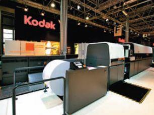 Сильной стороной технологии Stream, на базе которой реализована Kodak Prosper 6000XL, создатели считают бескомпромиссное качество даже на стандартной мелованной бумаге. Но в сложных случаях лучше использовать секцию IOS в линию — на снимке она на переднем плане, сразу за рулонной зарядкой