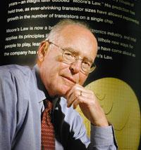 В 1965 году Гордон Мур сформулировал свой прогноз темпов развития кремниевой технологии. Многие десятилетия спустя закон Мура продолжает действовать, во многом благодаря уникальному опыту Intel вобласти кремниевых технологий