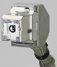 Рисунок 5. Розеточный модуль RJ45 Volition OCK10S8 от 3M с полным экранированием устойчив к наводкам. Он снабжен встроенной шторкой, монтируется без инструмента (технология One-Сlick) и допускает повторное использование.
