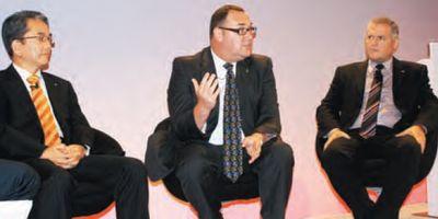 Руководители направления офисных решений Canon Europe (слева направо): директор по менеджменту продуктов и стратегии Тэз Накамашу, директор по глобальным продажам и профессиональным услугам Гэри Хорсфолл, директор по сервису и поддержке Ян Максвелл