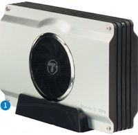 При первом же взгляде на StoreJet 35 Ultra бросается вглаза крупный вентилятор, установленный на боковой панели устройства. Увы, невзирая на большой диаметр (80 мм), он достаточно шумный, однако стоит признать, что со своей основной задачей «пропеллер» справляется довольно неплохо