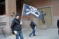 Сторонники Pirate Bay, подробно освещая ход процесса, называют происходящее словом spectrial, образованным от слов, обозначающих