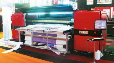 Широкоформатный i-CUBE работал на чернилах Terajet, специально созданных для стойкой печати по стеклу без применения праймера