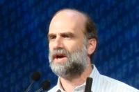 Брюс Шнайер считает особенностью нынешней ситуации малую эффективность традиционных средств обеспечения безопасности