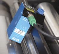 Оптические датчики в каждой печатной секции фиксируют специальные метки на полотне, обеспечивая корректировку продольной приводки в реальном времени