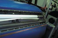 Удобная система регулировки натяжения запечатываемого материала на пробопечатном станке позволяет изготовить цветопробу на любом носителе заказчика