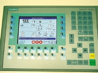 Интерфейс панели управления машины позволяет не только регулировать натяжение, но и отслеживать работу каждой печатной секции