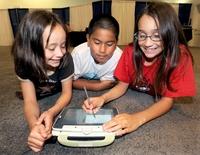 Intel позиционирует Classmate как учебный ноутбук для детей из развивающихся стран, но он будет предложен и в широкую продажу.
