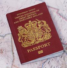 Британское правительство начало выпускать RFID-паспорта примерно год назад, на чипах планируется размещать отпечатки пальцев идругие биометрические данные. Всвязи сэтим правозащитников сразу заинтересовало, как будут храниться данные, икак предполагается осуществлять управление ими