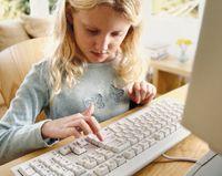 Основными угрозами для юных киберпутешественников являются вредоносный код, негативный и нелегальный контент, способный причинить ребенку моральный вред, кроме того, есть постоянный риск потенциально опасного контакта взрослых с детьми в социальных сетях