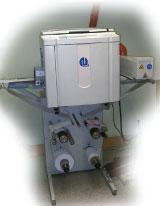 Система подачи/приёма материала рулонного дупликатора выглядит внушительнее печатающего модуля