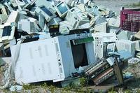 По данным Агентства США по защите окружающей среды, только в 2006 году на американских свалках бытовых отходов оказалось более 300 млн электронных устройств, многие из которых не были должным образом утилизированы