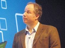 По мнению Менделя Розенблюма, настоящий момент вразвитии средств виртуализации характеризует переход от от отдельных специализированных виртуальных машин ксистеме сервисов виртуализации