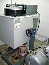 В основе регенерации растворителя — его испарение с последующей конденсацией. Вымытый полимер остаётся на дне бака регенерации