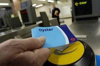 London Transport широко использует пополняемую бесконтактную карту OysterCard