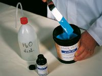 Рис. 2. Фотоэмульсию следует готовить за день перед использованием при помощи чистого шпателя, не имеющего следов ржавчины