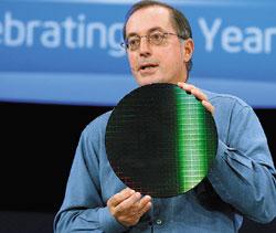По словам главы Intel Пола Отеллини, сегодняшняя деятельность Intel всфере перспективных исследований иразработок объединена общей идеологией Essential Computing, подразумевающей облегчение иобогащение возможностей всех аспектов быта иделовой жизни людей