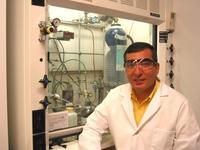 Профессор химии университета Райса Джеймс Тур получил за свой наноавтомобиль премию Фейнмана, присуждаемую за успехи в области экспериментальных нанотехнологий
