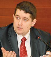 «Так как ИТ-бюджеты в рублях остались на прежнем уровне, а цены в долларах резко подскочили, мне приходится всеми возможными или невозможными способами вписываться в бюджет»,  Константин Садовский, директор по ИТ группы компаний «Ореско»