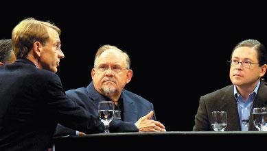 Джон Дур, партнер венчурного фонда Kleiner Perkins Caufield & Byers обсуждает влияние ИТ на климат с главой Amyris Biotechnologies Полем Мило, исполнительным директором Google.org Ларри Бриллиантом и президентом Sun Microsystems Джонатаном Шварцем