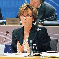 Комиссар Евросоюза по антимонопольной политике Нили Крес— горячая сторонница открытых стандартов на программное обеспечение