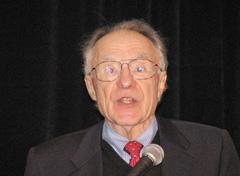 Среди приглашенных докладчиков на российско-американском симпозиуме был и Арно Пензиас, лауреат Нобелевской премии по физике, в 1978 году разделивший эту награду с Петром Капицей