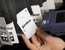 Согласно данным AMR Research, участники пилотных проектов, посвященных использованию меток радиочастотной идентификации на уровне экземпляров товара, смогли добиться улучшения управления складами более чем на 50% всоответствующих категориях продуктов