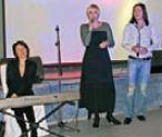 Вечер украсили песнями артисты театра