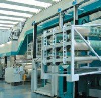 Один из обязательных компонентов установленной в сборочном цехе 10-красочной Diamond HP — подъёмная платформа для оператора и специальных тележек для транспортировки рукавных форм и анилоксов