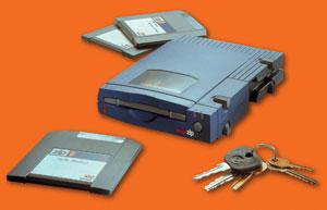 Компания Iomega приобрела известность в середине 90-х благодаря популярным устройствам Zip, работающим со съемными дисками для хранения данных