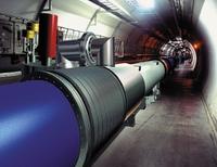 Квсемирной сети обработки данных LHC подключено около 30 тыс. серверов сболее чем 100 тыс. процессорных ядер