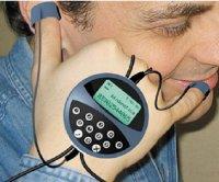 Достаточно поднести растопыренные пальцы ко рту иуху, и вы сможете воспользоваться Handphone