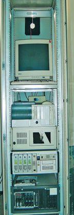Рисунок 2. Серверные шкафы можно оснащать разными серверами и устройствами.