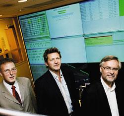 Медицинский портал CSAM Plexus был представлен работникам здравоохранения во время пресс-тура по одному из крупнейших исследовательских госпиталей Европы, норвежскому Rikshospitalet, которому портал иобязан своим появлением (на фото Чарльз Скетчард  (Oracle), Cверр Флатби (CSAM), Ларс Хофстад (CSAM) в центре мониторинга систем госпиталя Rikshospitalet