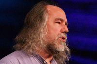 По словам Гради Буча, в корпорации развивается практическое сообщество по системной инженерии, в рамках которого налаживается диалог специалистов сервисных и аппаратных подразделений IBM с разработчиками программного обеспечения
