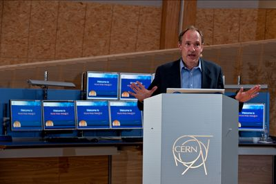 Юбилей праздновали в прошлую пятницу в женевской штаб-квартире CERN, крупнейшего центра по исследованиям физики частиц. Главным докладчиком был сам Тим Бернерс-Ли