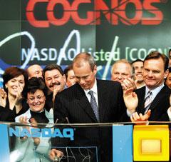 Роб Эш, президент и генеральный директор Cognos открывает работу Nasdaq 18 апреля 2006 года