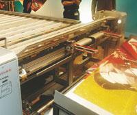 Самый быстрый промышленный широкоформатный принтер вмире— барабанный HP Scitex TJ8500обрастает периферией: система резки влинию отFotoba